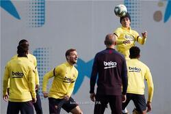 أتلتيكو مدريد يبدأ الاتصال بنجم برشلونة