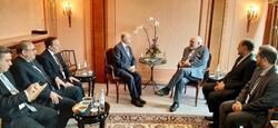خلال لقائه ظريف.. وزير خارجية العراق يدعو لاحترام سيادة بلاده