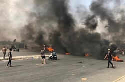 الأمن يغلق وسط بغداد بحواجز ويفتح النار صوب المتظاهرين في مناطق مستعينا بطائرات