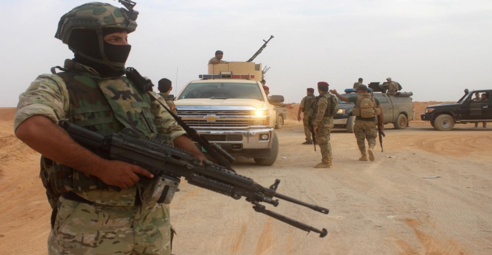 القوات العراقية تقتل 14 داعشيا بينهم انتحاريون وقيادات بعملية انزال جوي غرب الموصل