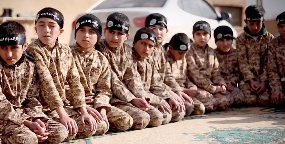 """العراق يسلم 188 طفلا تركيا خلفهم """"داعش"""" إلى بلادهم"""