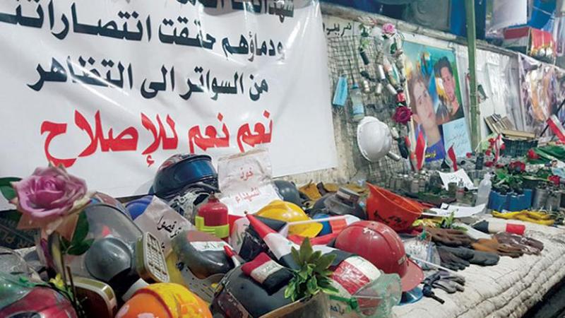"""تتضمن ملابس وبقايا عبوات الرصاص.. """"معارض الألم"""" تنتشر بساحة التحرير"""
