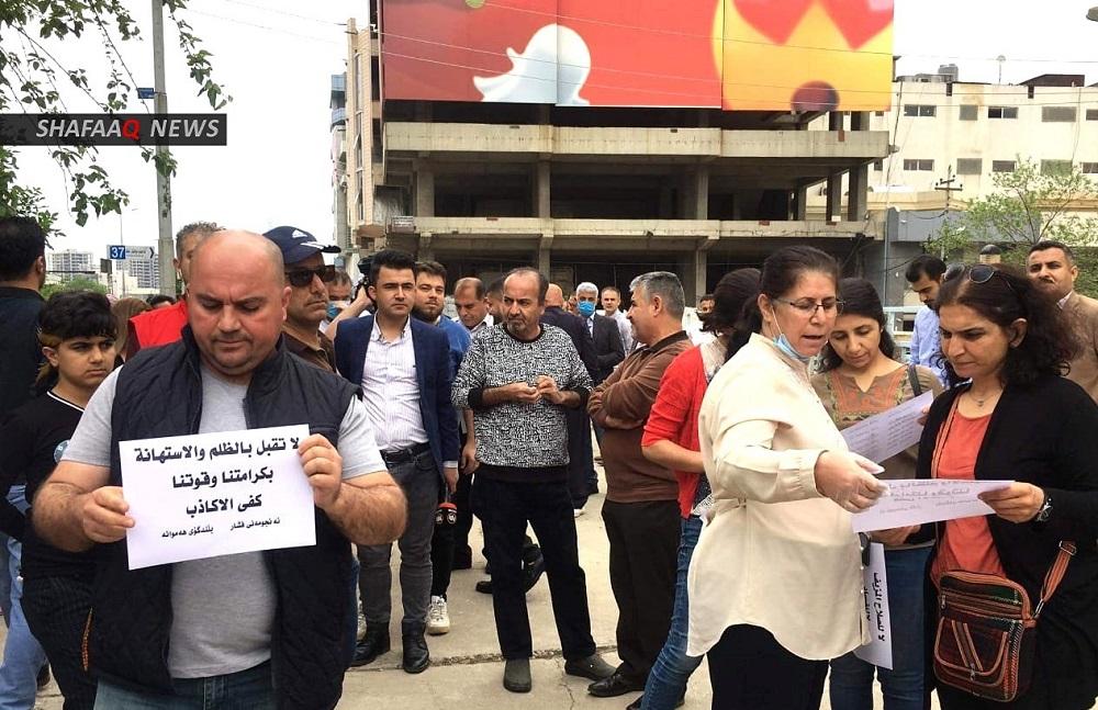 موظفون في السليمانية يتظاهرون ويشكلون مجلساً