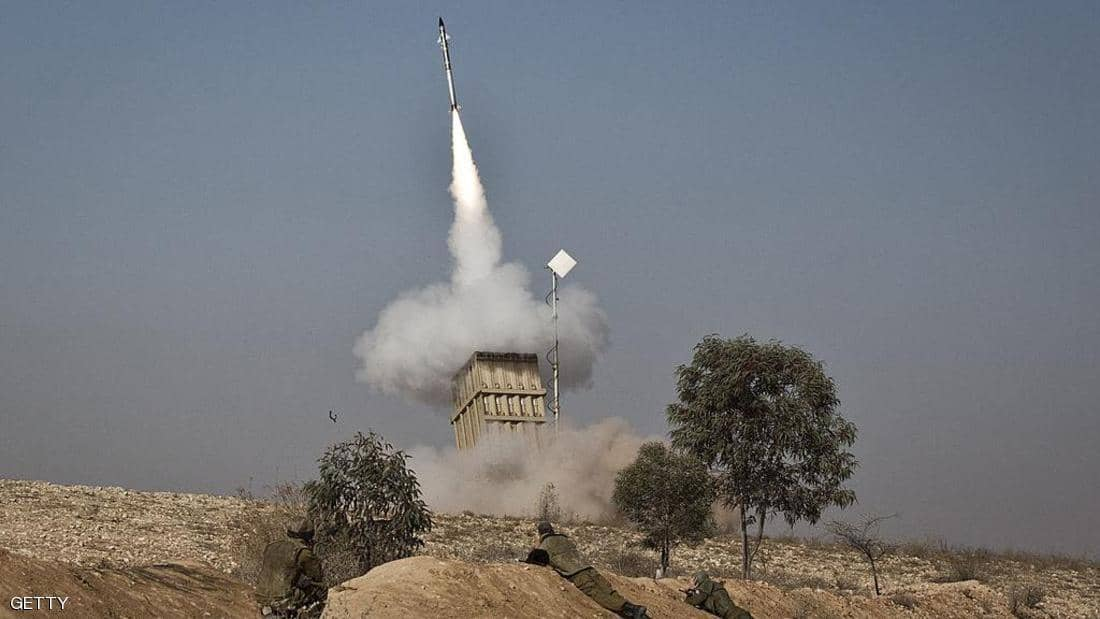 انفجارات قرب مطار دمشق وإسرائيل تعترض صواريخ بالجولان