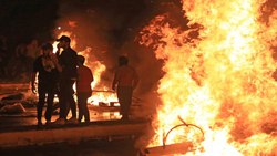 متظاهرون يقطعون طريقاً رئيساً بين محافظتين جنوبي العراق