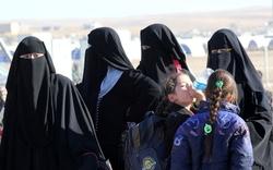 """محافظة عراقية تقرُّ بعودة أسر لعناصر داعش بعد """"البراءة"""" و""""تطليق"""" النساء"""