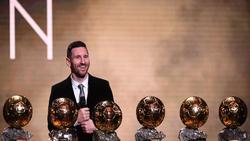صورة.. صحفي سريلانكي يحصل على لقب أغرب اختيارات لجائزة الكرة الذهبية