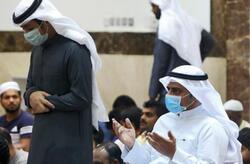 هيئة كبار العلماء في السعودية تفتي في ارتداء الكمامة خلال الصلاة: منهي عنه ولكن