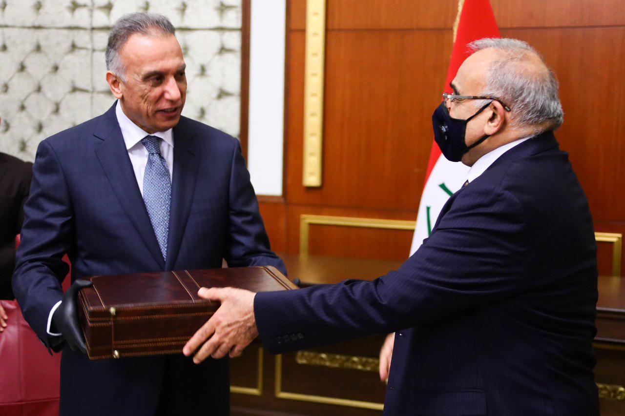 الكاظمي يتسلم رئاسة الحكومة من سلفه عبد المهدي