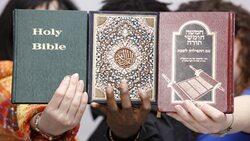 """الرئيس الروسي ينصح الأطفال بقراءة """"القرآن والإنجيل والتوراة""""  !"""