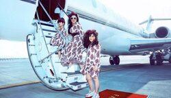 بالصور: حليمة بولند تفاجئ متابعيها بإطلالتها مع ابنتيها على طائرة خاصة..