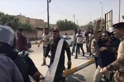 قوة مكافحة الشغب تعتدي بالضرب على كادر قناة في بغداد