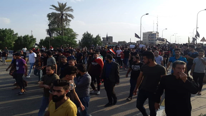 "After al-Sadr supporter's attack ... the protesters send the ""last chance""to Al- Sistani"