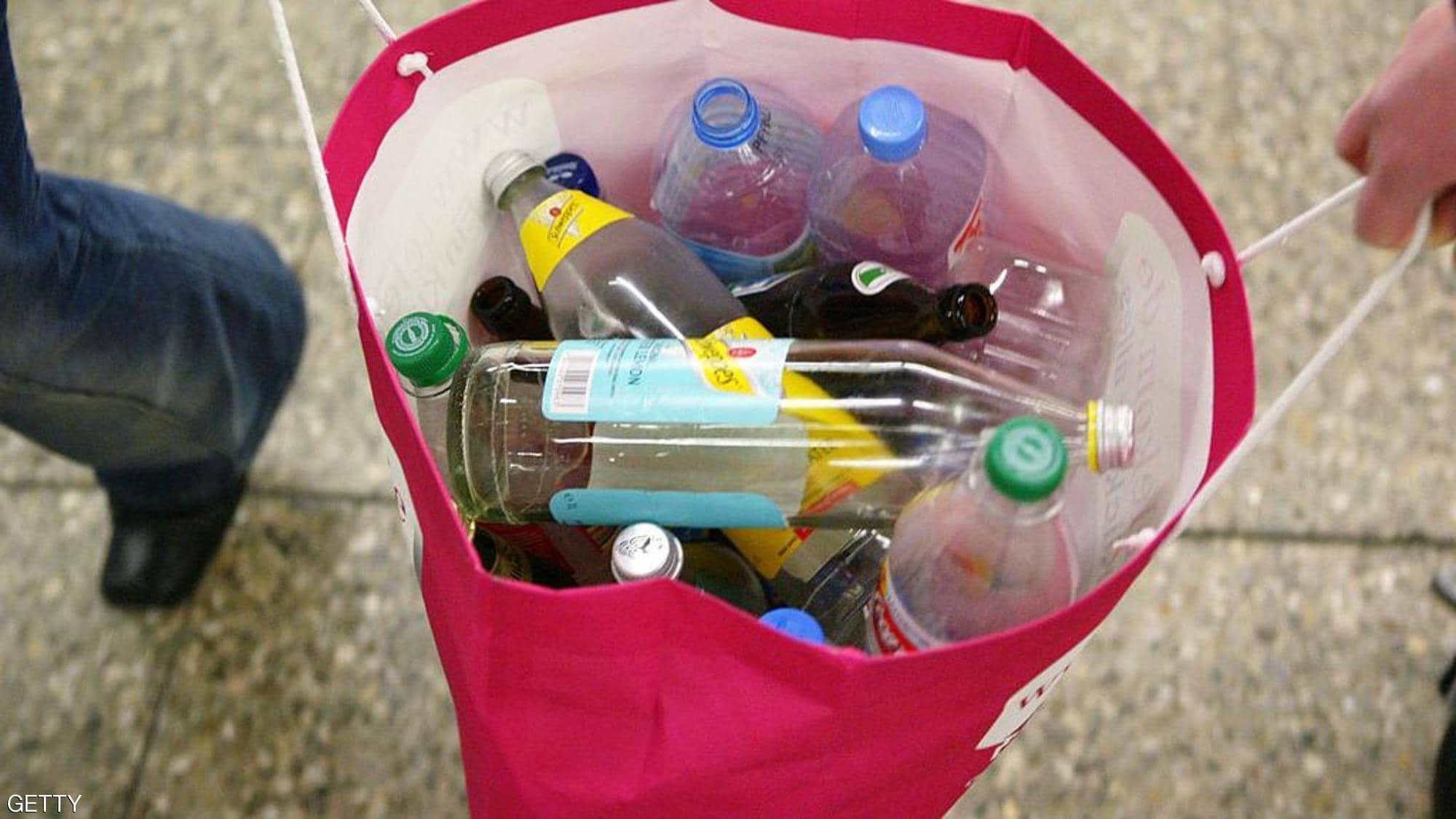 هل ينتقل كورونا عبر المنتجات البلاستيكية؟ علماء يجيبون