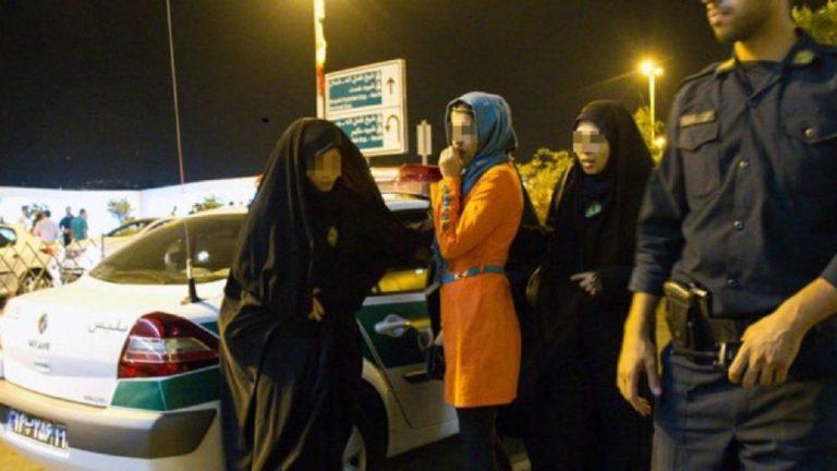 إيران تعتقل 60 شخصاً بتهمة إقامة حفلة مختلطة