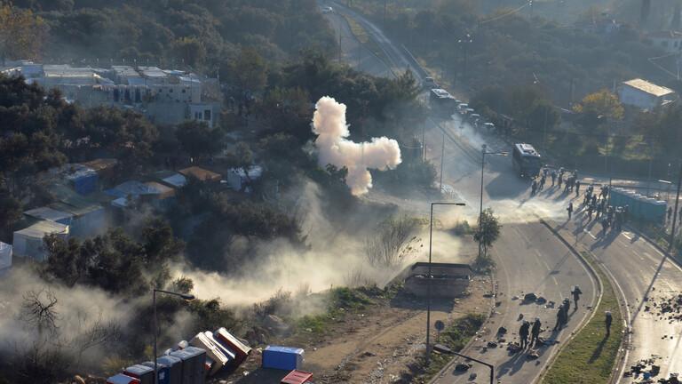 اليونان.. صدامات بين المهاجرين والشرطة في جزيرة ساموس
