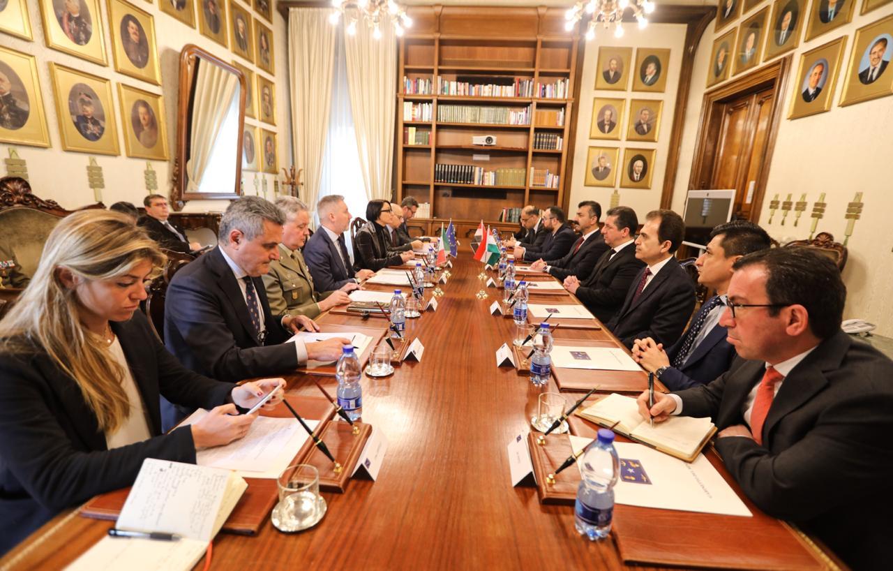مسرور بارزاني يجري مباحثات امنية وعسكرية مع وزير الدفاع الايطالي