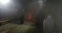 محتجون يحرقون بوابة مختبر لفحص كورونا جنوب العراق