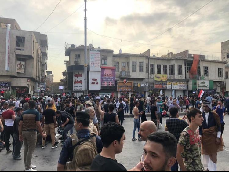 تلفزيون: العشرات يتظاهرون بالتحرير وسط بغداد والأمن يواجههم بالرصاص الحي
