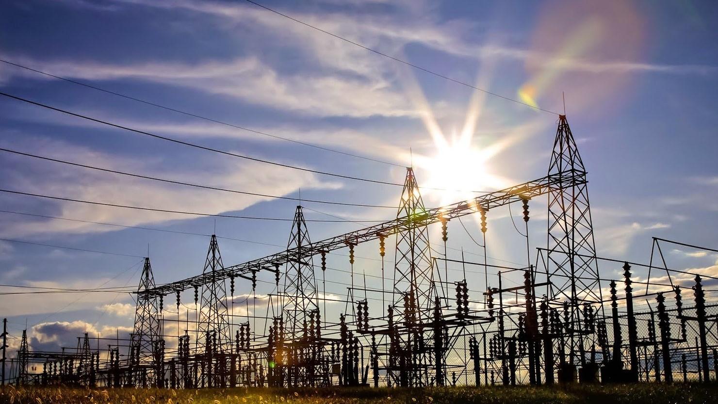 العراق يتوقع إكمال الربط الكهربائي مع الخليج خلال 14 شهراً