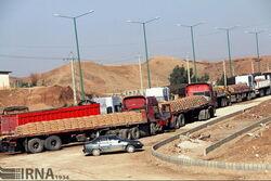 """ايران تشكو خلو الجانب العراقي من شاحنات نقل البضائع وتكشف """"السبب"""""""