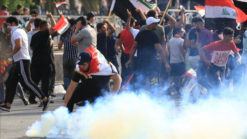 اصابات باطلاق الرصاص وقنابل الغاز على محتجين ببغداد