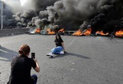 """""""لبنان ينتفض"""".. غلق طرق و60 جريحا بصفوف الأمن"""