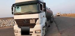 مسؤولون يرصدون الحركة التجارية في معبر حدودي بين ايران والعراق