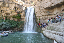 تدفق السياح يتسبب باغلاق طريق سياحي في كوردستان