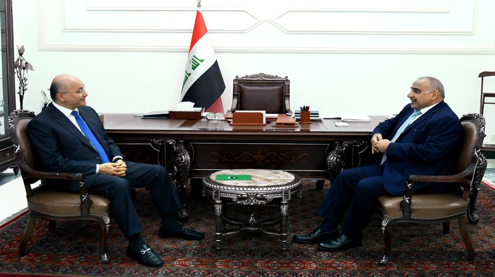 صحيفة مقربة من حزب الله تتهم الرئيس العراقي بالعمل على اطاحة عبدالمهدي