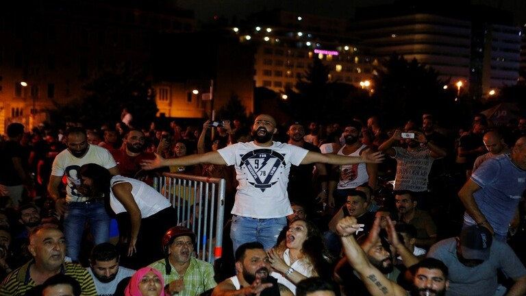 سفارات أجنبية وعربية في بيروت تتخذ إجراءات بعد احتجاجات واسعة