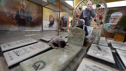 قبر المهندس.. مزار جديد ومحطة للبكاء والدعاء لثأر قريب