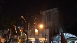 فيديو.. محتجون يقتحمون السفارة البحرينية في بغداد