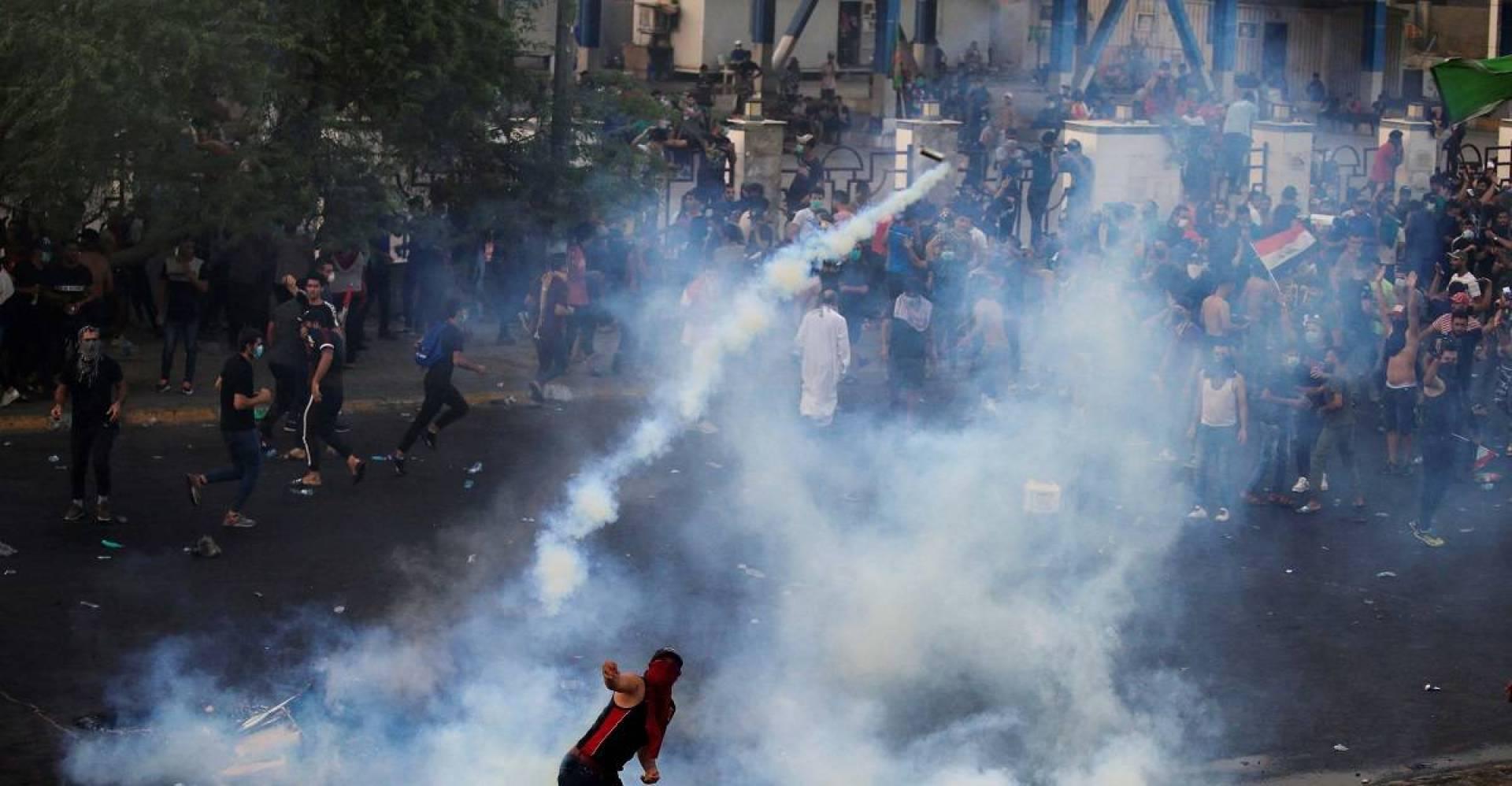 رويترز: اكثر من 20 قتيلا وجريحا باشتباكات بين المحتجين والشرطة في مدينة الصدر