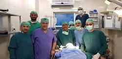 صور .. فريق طبي عراقي ينقذ فتاة موصلية بعد انسلاخ فروة راسها بسقوط في مدينة الملاهي