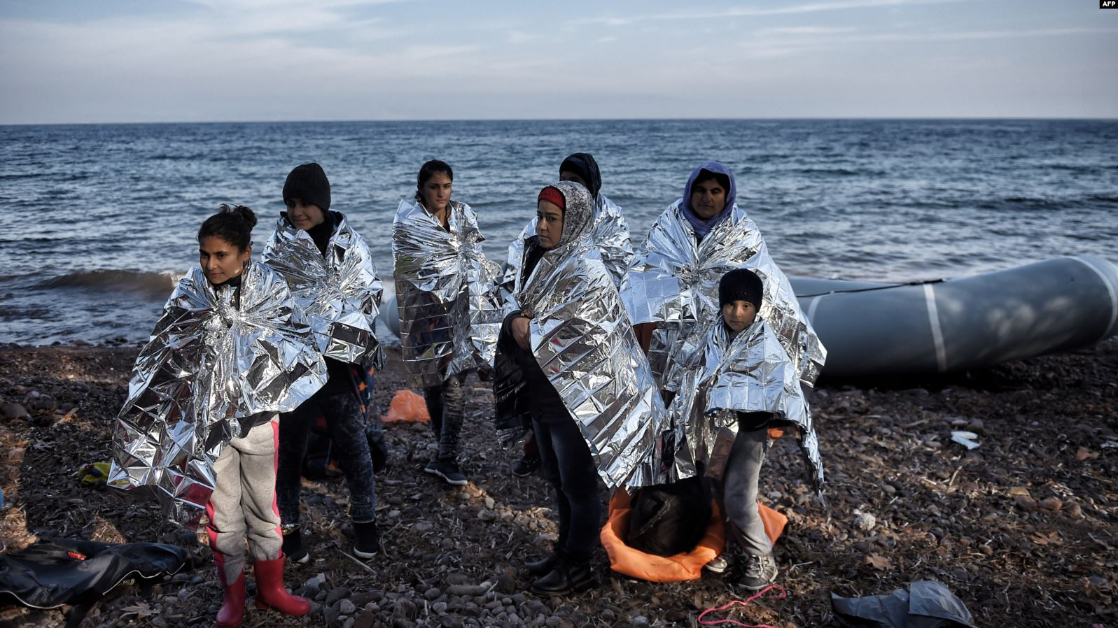 أردوغان يتلاعب بالمهاجرين ويأمر بمنعهم من العبور