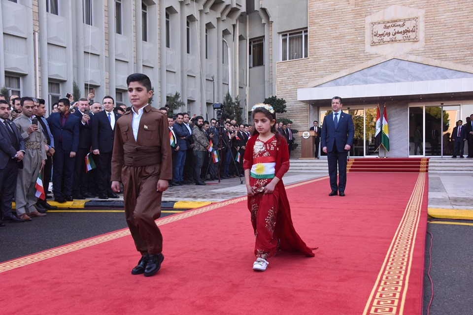 Masrour Barzani gives honor of raising Kurdistan flag to two children of a Peshmerga fighter slaughtered by ISIS