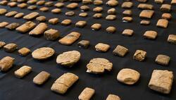 بريطانيا تعيد قطعا اثرية نادرة منهوبة عمرها آلاف السنين الى العراق