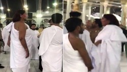 """في موقف غريب.. شاهد: امرأة ترتدي """"إحرام الرجال"""" داخل المسجد الحرام"""