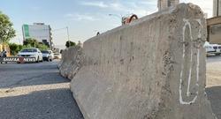 بالصور.. إغلاق شوارع السليمانية بالكتل الكونكريتية والتراب