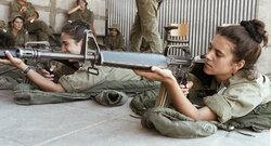 """إسرائيل توزع """"مصاصات"""" على الجنود والمجندات"""