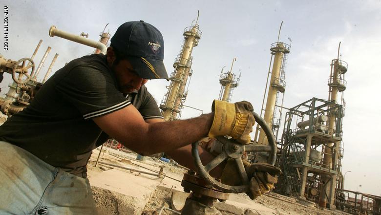 العراق والكويت يبرمان اول اتفاق لإستثمار الحقول النفطية المشتركة بين البلدين