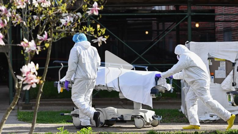 """امريكا تسجل """"انخفاضا كبيرا"""" بمعدل الوفيات للمصابين بكورونا"""