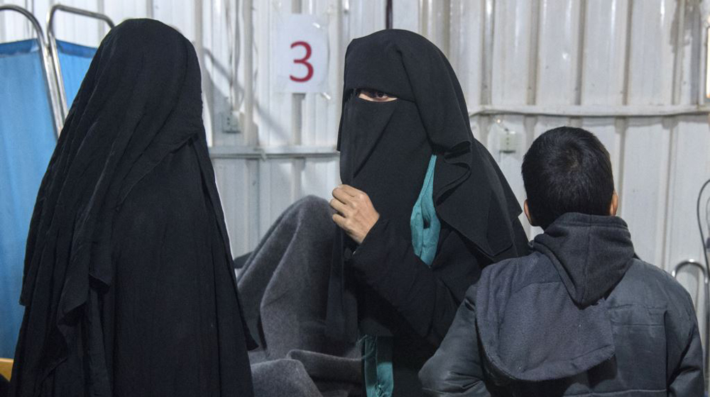 """فرنسا توجه تهمة """"الإرهاب"""" لزوجتي داعشيين"""