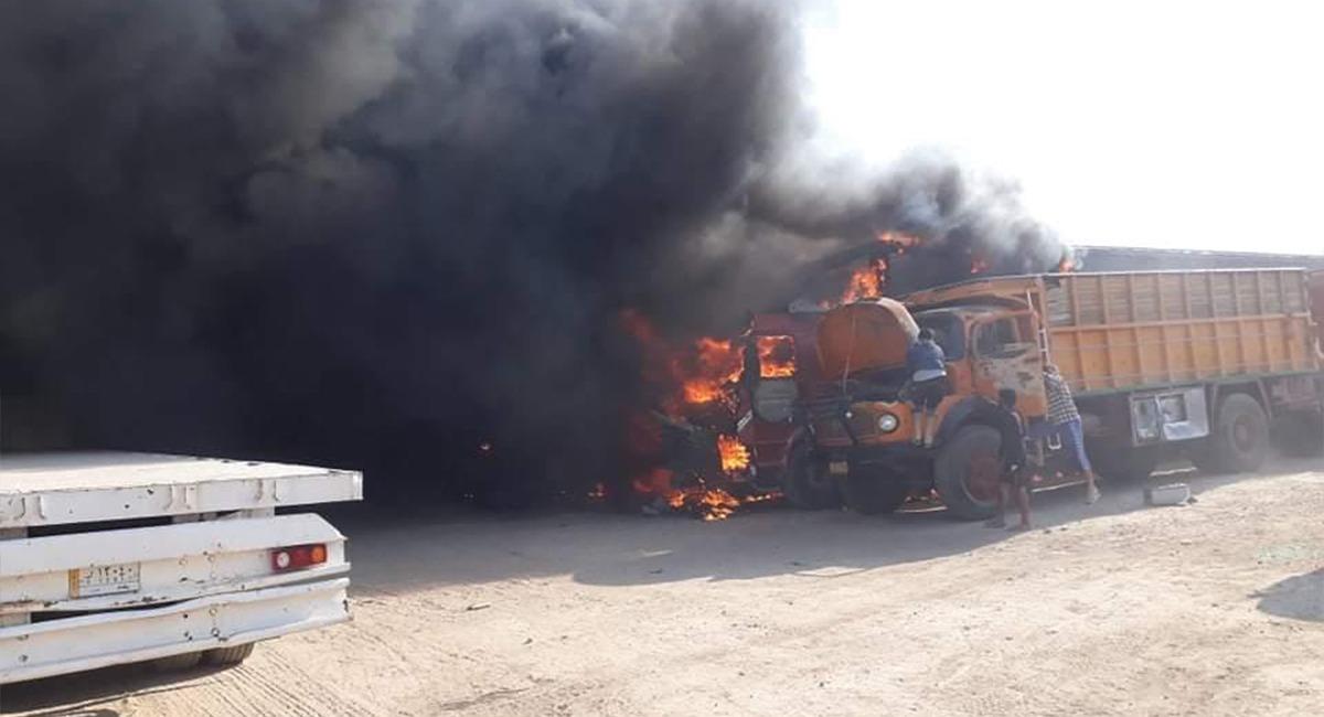 صور .. حريق يلتهم 9 شاحنات كبيرة قرب منفذ حدودي عراقي محاذٍ لإيران