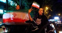 """إيرانيات يتمردن على """"الحجاب الإلزامي"""": نؤمن أن التغيير قادم"""