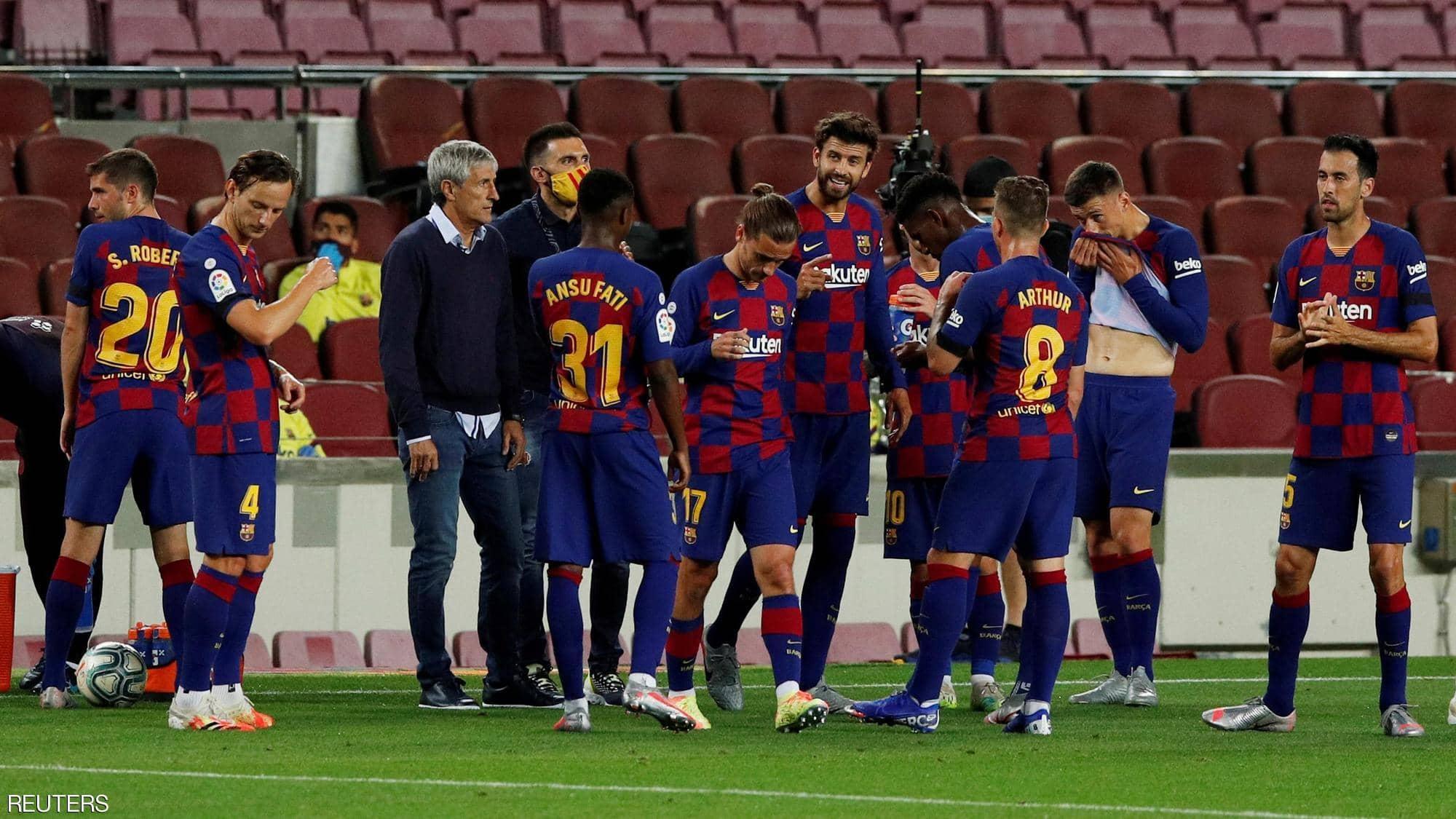 رسمياً.. برشلونة يعلن إقالة مدربه سيتين