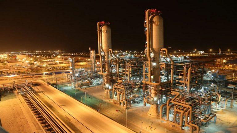 إيران تعلن حالة تأهب قصوى في مواقع لصناعة النفط والبتروكيماويات