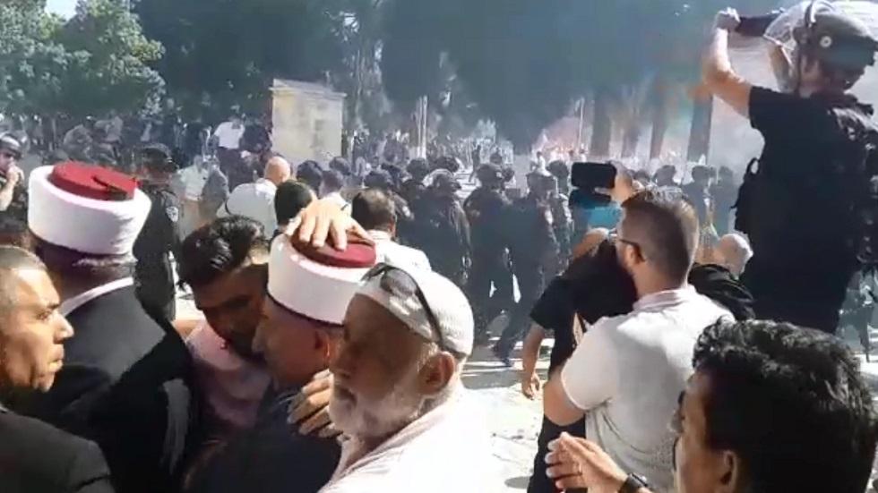 مواجهات في المسجد الأقصى بين المصلين والشرطة الإسرائيلية