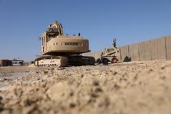 الجيش الامريكي يباشر بحملة تحصينات لقاعدة عين الأسد